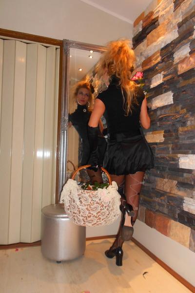 black lace LEVANTE CALZE tights - black DEBORAH RICCI heels - black satin skirt