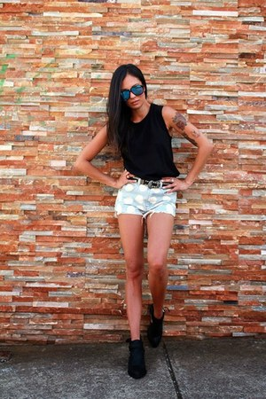 Junk Clothing shorts - Le specs sunglasses - Sportsgirl top