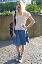 blue Stradivarius skirt - heather gray Converse sneakers - peach Kookai t-shirt