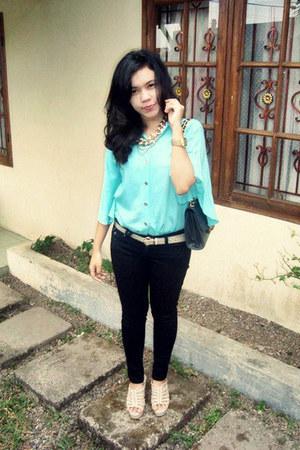 black black skinny jeans - aquamarine loose batwing shirt - black purse
