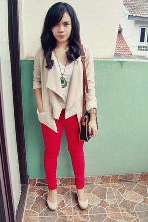 teal vintage necklace - red skinny jeans jeans - beige layered blazer