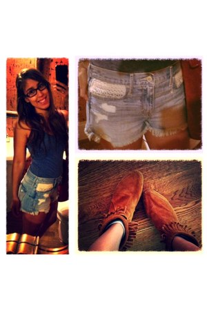 hollister shorts - Minnetonka boots