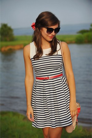 navy striped dress - salmon bag - ruby red belt