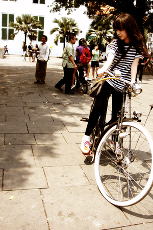 leggings - shoes - t-shirt - purse