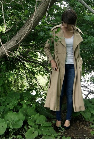 tan trench coat thrifted jacket - blue skinny jeans jeans