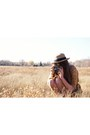 Light-orange-vintage-dress-boyfriends-mother-dress-tan-straw-hat-thrifted-hat-