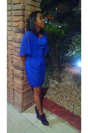 blue EmmeLee dress - purple Carolina Boix pumps