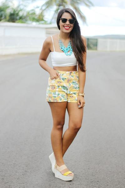 mustard high waisted Bullhead shorts - white crop Zara top