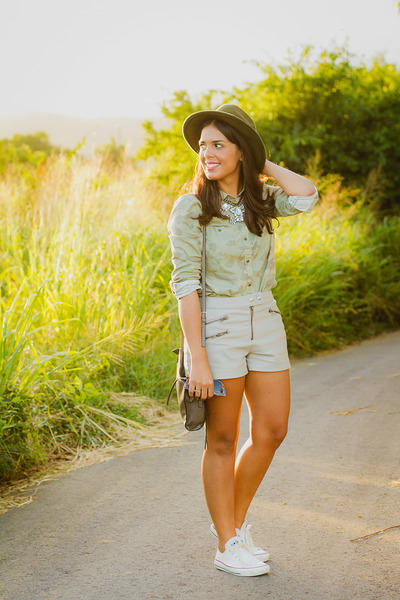 army green camo print Old Navy shirt - heather gray leather Forever 21 shorts