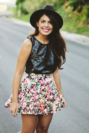 hot pink floral print Nollie skirt - black Forever 21 hat