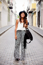 black fedora Forever 21 hat - black floral LA hearts pants