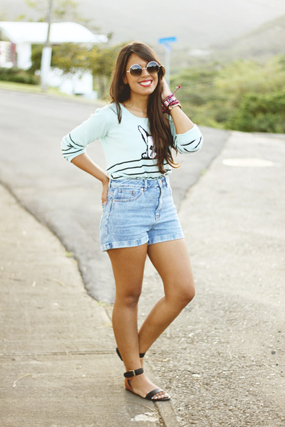 aquamarine LA hearts sweater - light blue Bullhead shorts