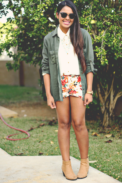 olive green Zara top - carrot orange floral print shorts