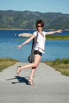 Zara t-shirt - Forever21 shorts - H&M belt - unknown purse - Zara shoes - Oliver