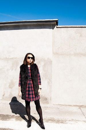 black Aldo shoes - brick red dress