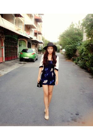 navy dress - black hat - light pink flats