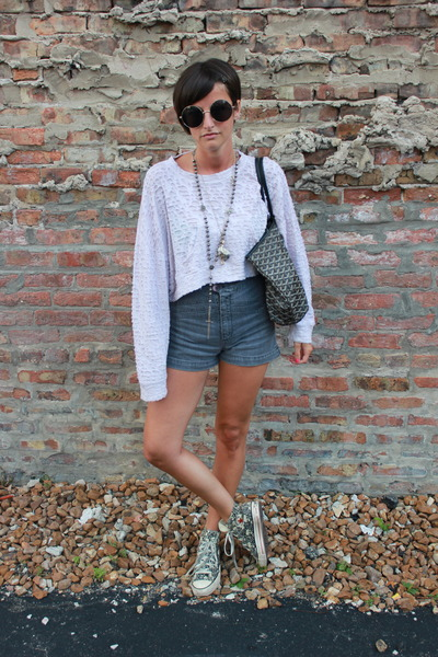 pink cropped Sam and Lavi shirt - tote goyard bag - grey ant shorts