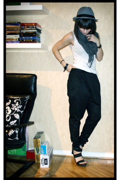 H&amp;M hat - H&amp;M scarf - H&amp;M top - Zara pants - PROENZA SCHOULER shoes