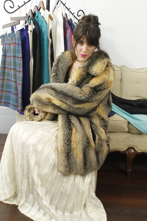 skirt - fur coat