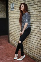 gray raquel allegra t-shirt - black asos jeans - white thrifted vintage heels