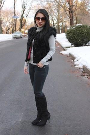 Tahari boots - Skaist Taylor vest - Uniqlo top