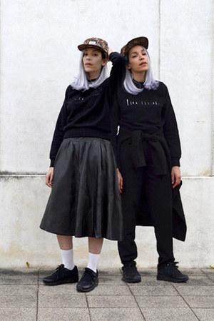 black cooton Harmony Paris top - black leather vintage skirt