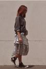 Silver-glitter-zara-skirt-gray-grey-levis-hoodie-black-converse-sneakers