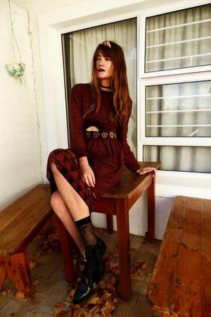 brick red Mango dress - black More tights socks