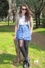 Light-brown-zara-jacket-white-bcbg-t-shirt-blue-gap-skirt