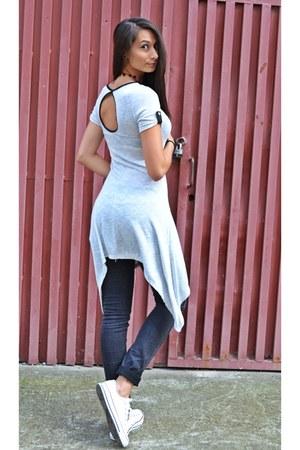 Converse shoes - H&M jeans - no name blouse