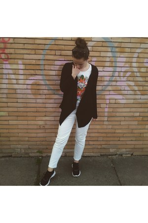 black nike shoes - white Zara jeans - black cotton Bershka blazer