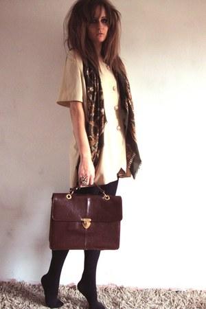 Vinatge scarf - vintage bag - vintage blouse - Topshop ring