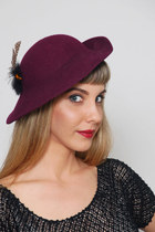 Vintage 80s Wool Tilt Plum Hat With Feather