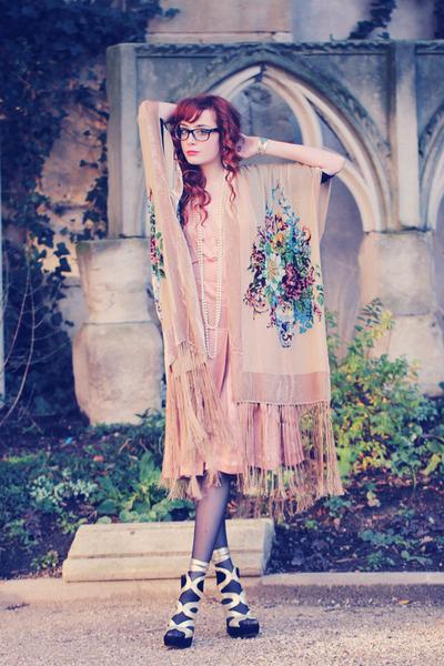 cream kimono-shawl Etsy cape - peach Chloe dress - black Wolford tights