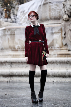 ruby red velvet Ysterike dress - black clutch Topshop bag - black alaia heels