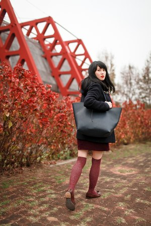 navy Uniqlo coat - crimson shoes - navy Zara bag