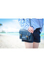 Navy-zara-bag-navy-uniqlo-shorts-navy-h-m-sunglasses
