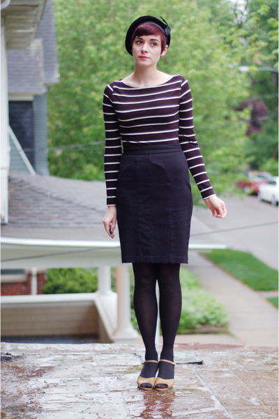 black vintage hat - black H&M shirt - black skirt
