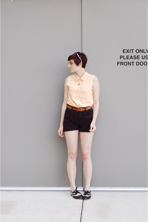 peach top - black shorts - black oxford flats