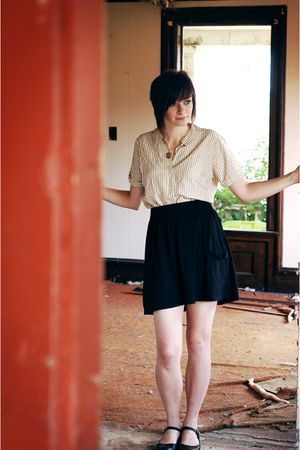 green vintage shirt - black Target skirt - black simply vera shoes - gold handma