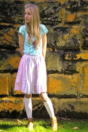 Mavi t-shirt - vintage skirt - Sox Appeal socks - Spendless shoes