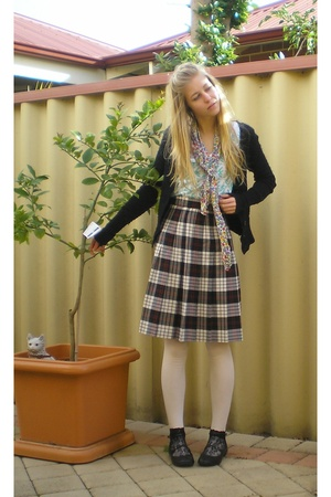 Katies skirt - Mavi t-shirt - vintage scarf - Myer tights