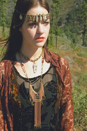 LoveIt necklace - LoveIt necklace - LoveIt Vintage dress - LoveIt hair accessory