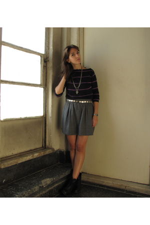 gray Zara skirt - black dolores reynal sweater