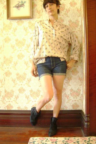 vintage blouse - vintage jeans - vintage boots
