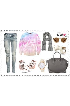 LoveIt sweatshirt - SeekersofStyle jeans