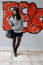 silver H&M sweater - black H&M boots - black Zara purse - black pull&bear shorts