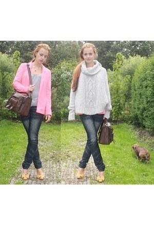 navy jeans - salmon H&M blazer - brown we bag - mustard Nelly pumps