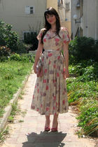 beige thrift dress - pink shoes - pink purse