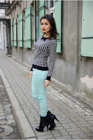aquamarine Zara jeans - black Vallenssia boots - black patterned Mohito top